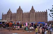 Djenné city and beginning of Monday market. Mali.