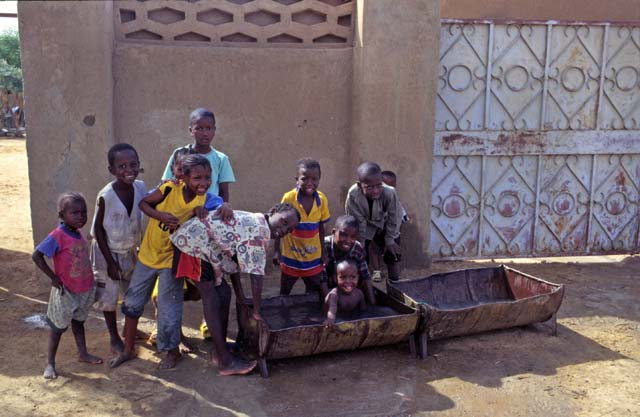 Children and morning bath. Gao town. Mali.