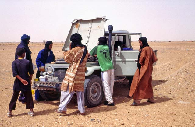Not working. Situation which is very dangerous at Sahara desert. Mali.