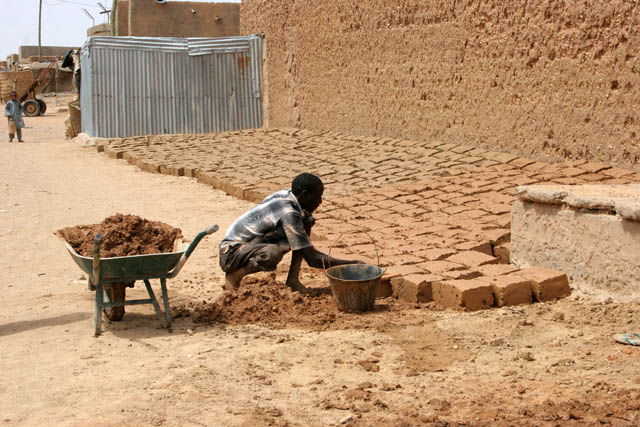 Making of traditional muddy bricks. They are used for building of majority houses. Agadez town. Niger.
