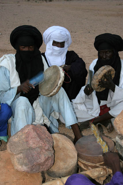 Musicians at traditional tuareg wedding party. Air Mountain area. Niger.