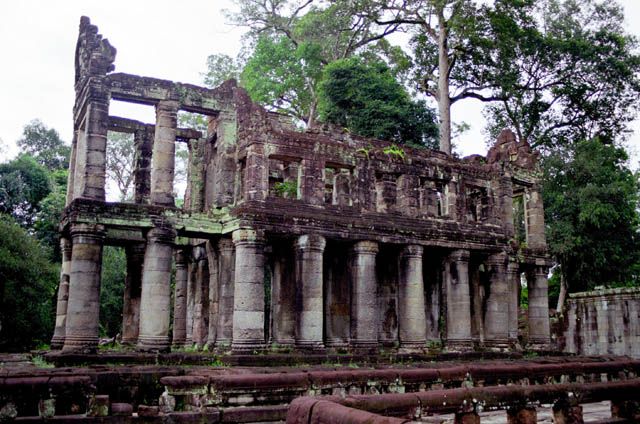 Preah Khan tempel - only one temple with columns buildings. Angkor Wat temples area. Cambodia.